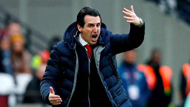 Emery defends Ozil omission as Arsenal lose to West Ham