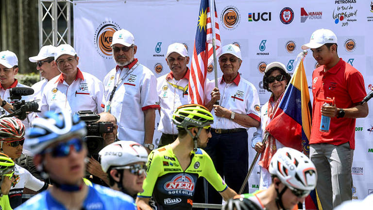 PM flags off Stage 1 of Le Tour de Langkawi 2019