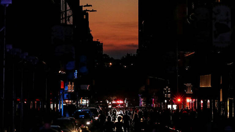 Blackout disrupts Manhattan, darkens Broadway theaters