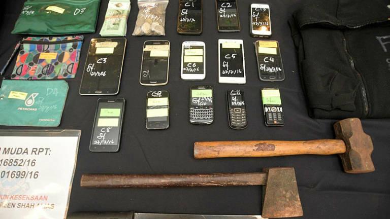 Police nab man, seize knife and drugs