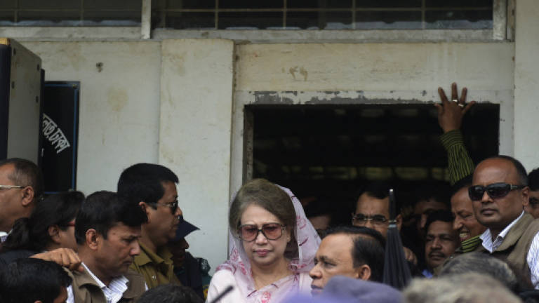 Bangladesh opposition leader leaves office as tension eases