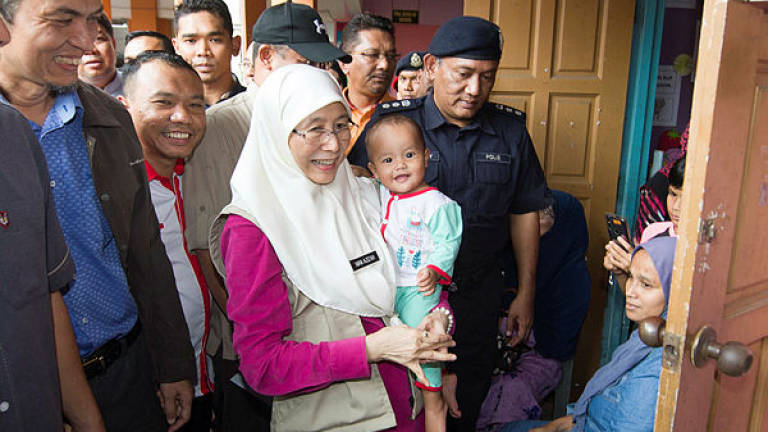Deputy PM spends birthday visiting flood evacuees