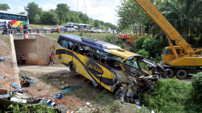 Report on express bus accident in Pagoh tabled in Parliament: Liow