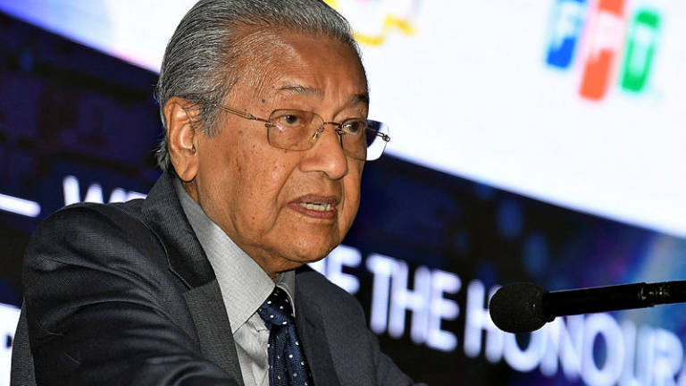 PH not straying from middle ground: Mahathir