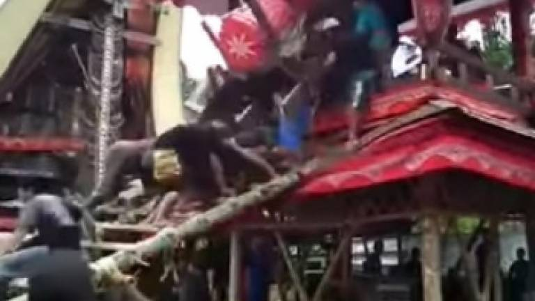 Man crushed to death by mother's coffin (Video)