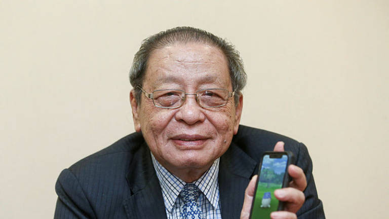 Probe cybertroopers, Kit Siang tells MCMC and police