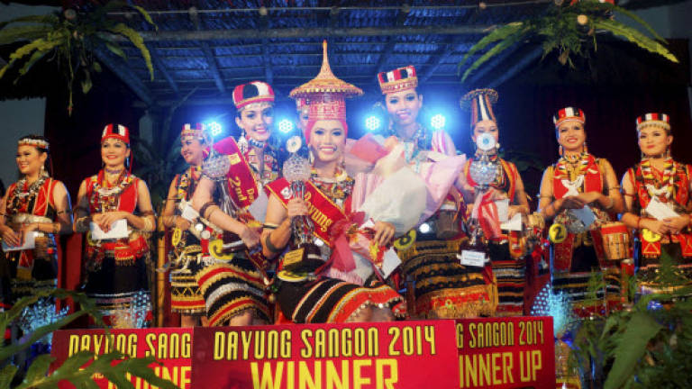 Elssey Lessianna wins first Dayung Sangon