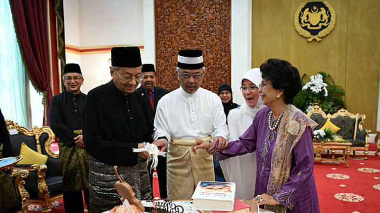 King, Queen throw surprise birthday party for PM, wife at Istana Negara (Updated)