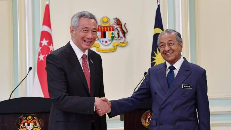 Mahathir hosts luncheon for Hsien Loong at Seri Perdana