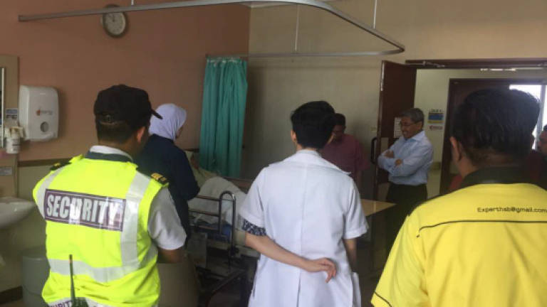 Kedah MB visits victim of freak storm during PAS Muktamar