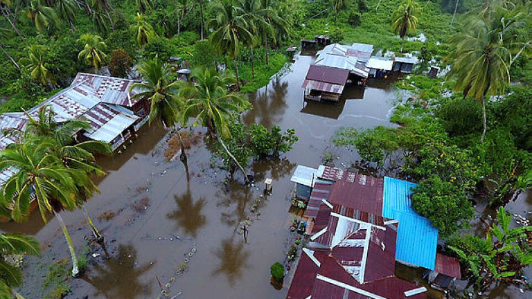 Storm damages 120 houses in Bagan Datuk