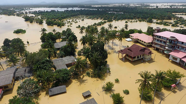 Floods : Number of evacuees increase in Kelantan, Terengganu sees decline
