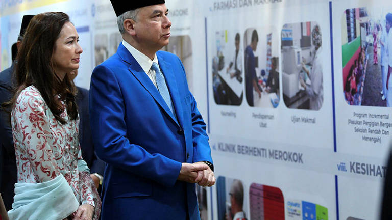 Sultan Nazrin officiates Simpang Health Clinic