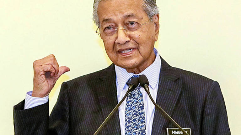 Huawei produces better phones than America: Tun M