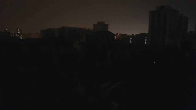 e71ef935604aa8 Blackout hits parts of Singapore for 38 minutes