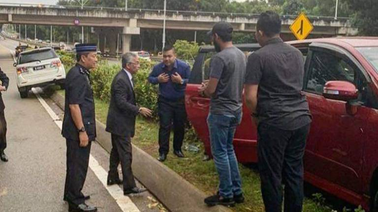 Agong helps accident victim in Putrajaya (Updated)