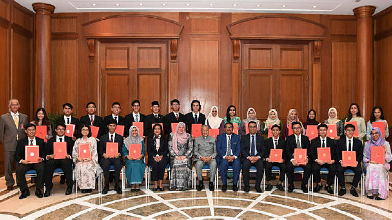 31 World's Top Universities-bound students receive Mara study loan offer letters