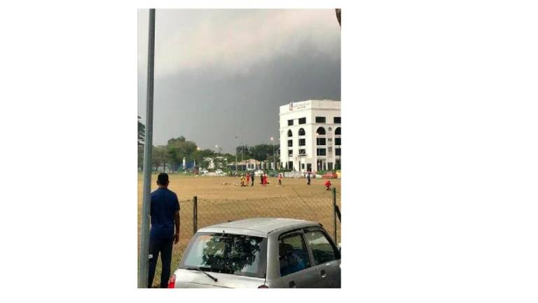 One killed, four injured in lightning strike at Setia Alam