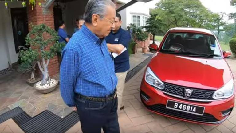 (Video) PM takes casual drive in new Proton Saga