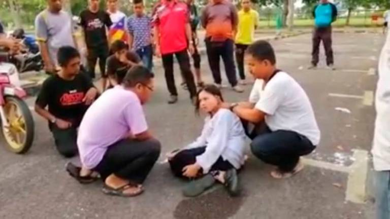 (Video) Ustaz exorcises possessed girl