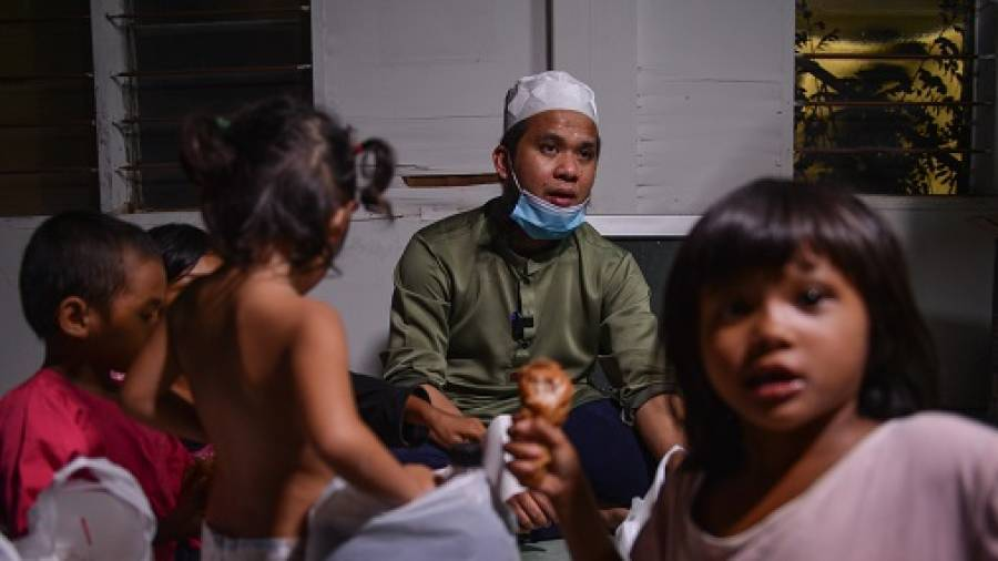 Ustaz Ebit Lew - Inspired to help others by stranger's caring act