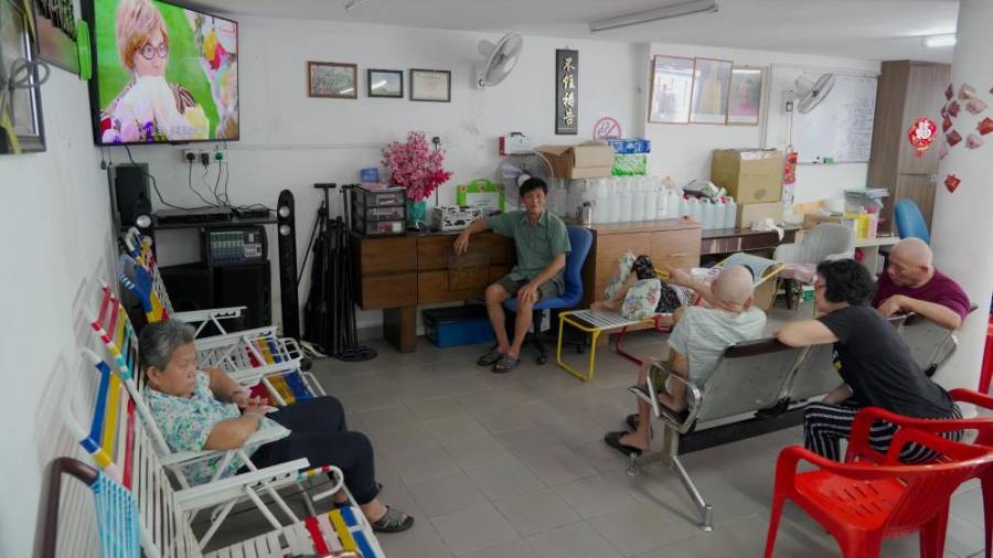 $!Residents at the home enjoying leisure time at the lounge area. – AMIRUL SYAFIQ/THESUN