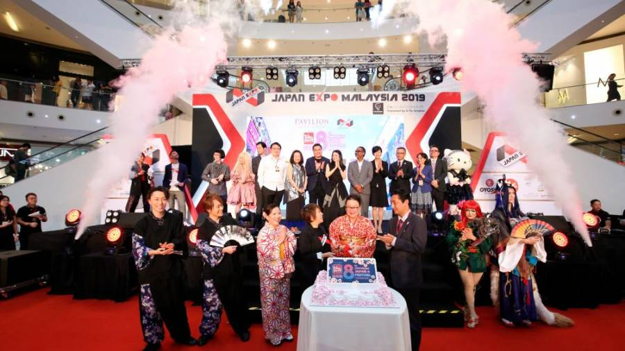 Cake cutting ceremony in celebration of Tokyo Street's 8th Anniversary during the launch of JEMY 2019