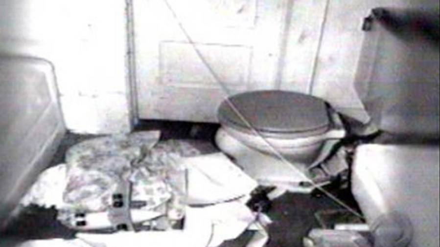 Crime scene photo of Shirley Vian's bathroom