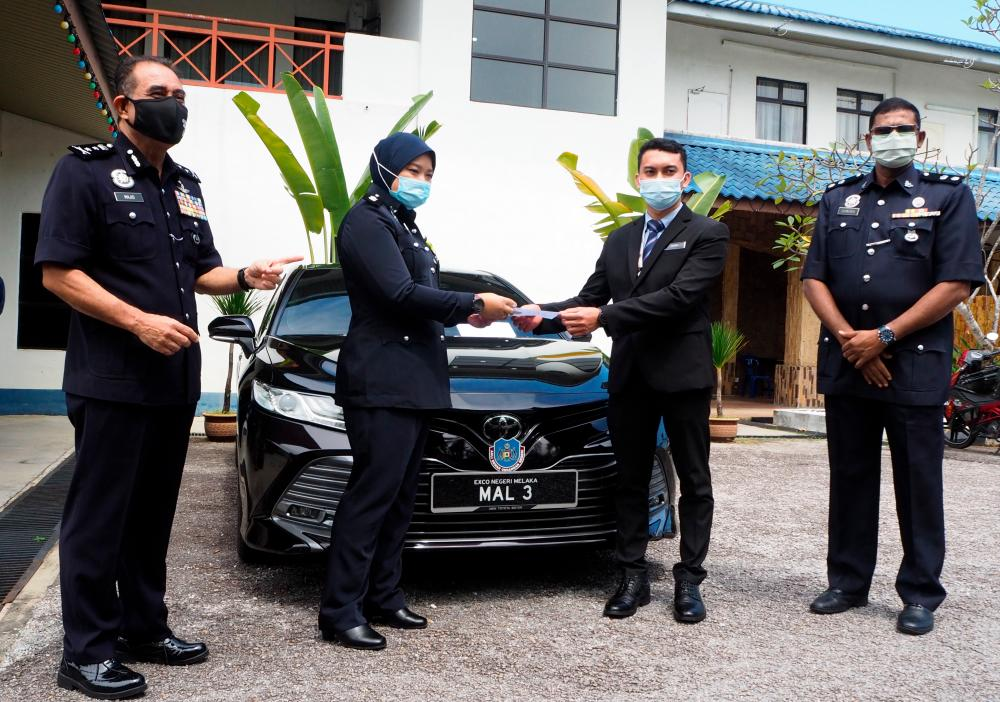 State police chief Datuk Abdul Majid Mohd Ali (left). BERNAMApix