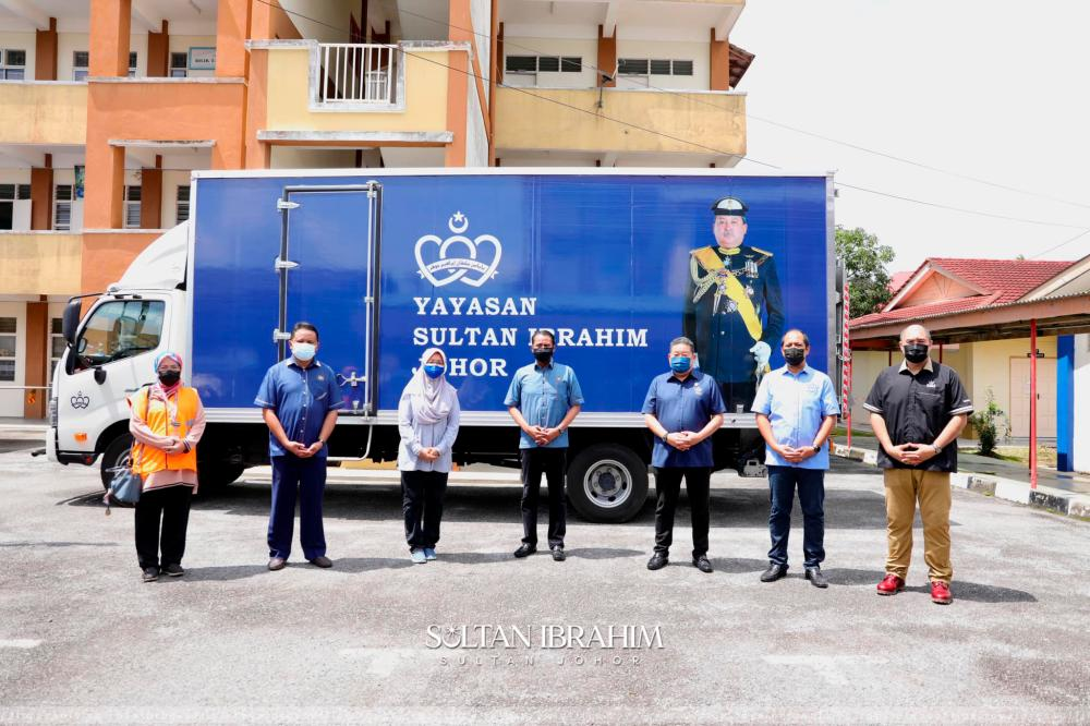 Pix taken from Sultan Ibrahim Sultan Iskandar Facebook account.