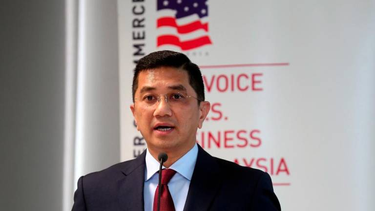 Oil royalty payment to start after maritime boundaries established: Azmin