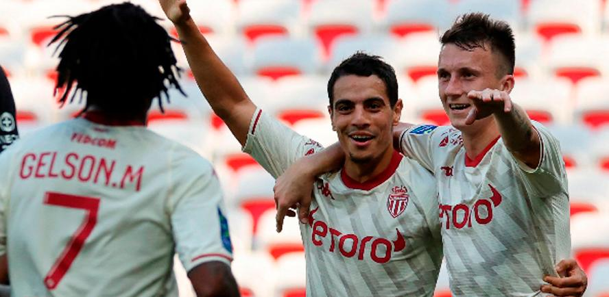 Monaco's Aleksandr Golovin (right) celebrates with teammate Wissam Ben Yedder (centre) after scoring a goal during their French L1 match. – AFPPIX