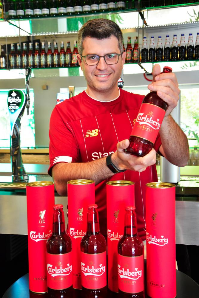 Akiskalos with the special edition Carlsberg Red Barley.