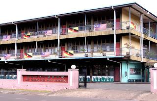 Pix of Kuching Chung Hua Primary School (CHPS) No 4, courtesy of http://kchch4.blogspot.com/.