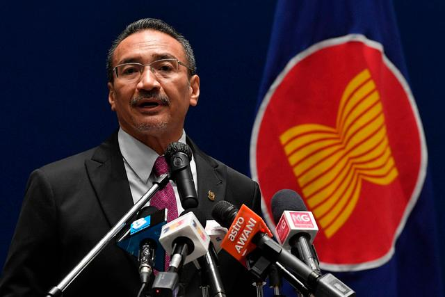 Foreign Minister Datuk Seri Hishammuddin Tun Hussein at a press conference after the closing ceremony of the 37th ASEAN Summit.-Bernama