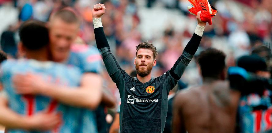 Manchester United's goalkeeper David de Gea celebrates on the pitch after the English Premier League match against West Ham United. – AFPPIX