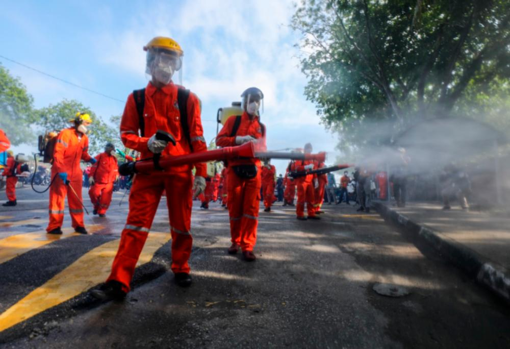 Officers from the Ministry of Housing and Local Government (KPKT) conduct disinfection process to contain the Covid-19 outbreak, at Sri Petaling, on March 28, 2020. — Sunpix by Asyraf Rasid