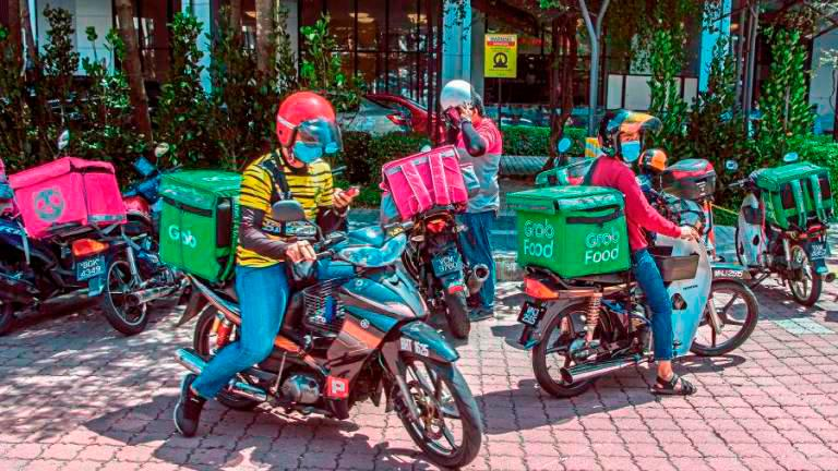 E-hailing riders feel the pinch of the pandemic even more as they do not have the luxury to work from home. – THESUN