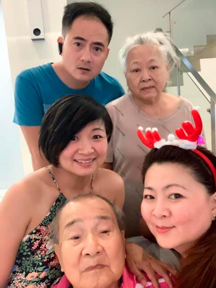 Clockwise from top: Robert, Tan, his sister Eldering, his father Dr Soh Ban Hok and other sister, Doreen.