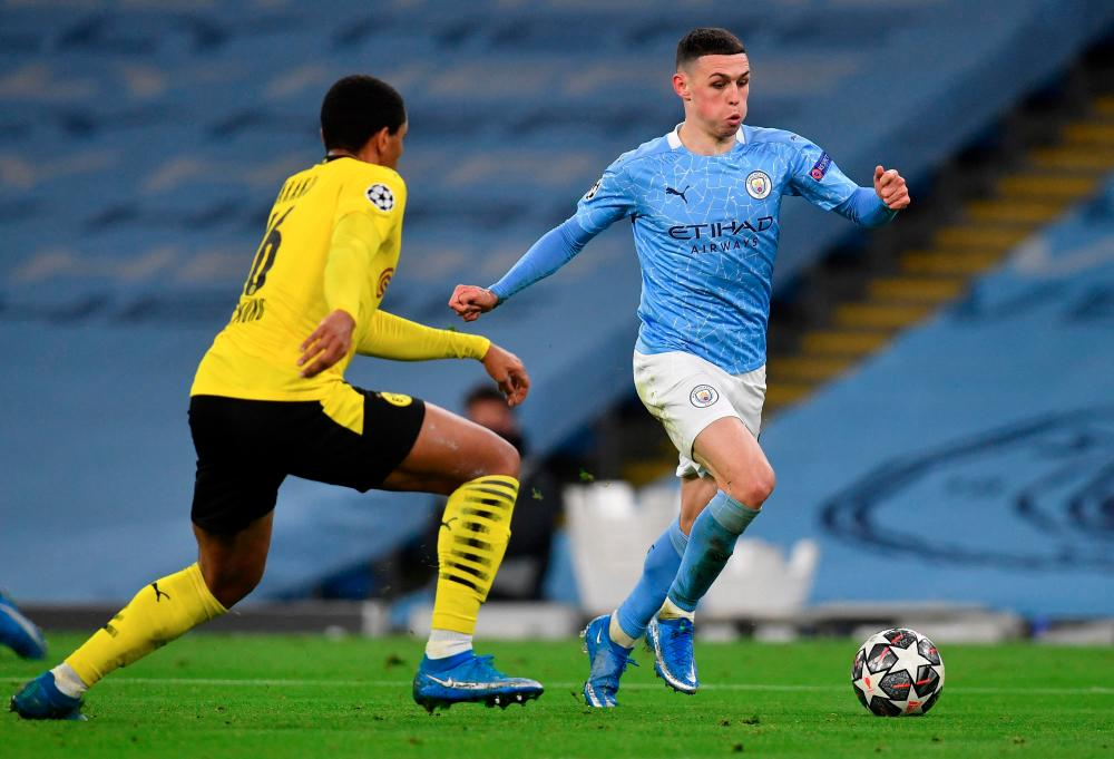 Dortmund's defender Manuel Akanji (L) vies with City's midfielder Phil Foden during the Champions League first leg quarterfinal match at the Etihad Stadium. – AFPPIX