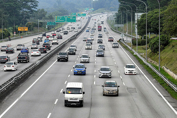 Traffic conditions along the PLUS expressway as people return home for the Hari Raya celebrations. — Bernama