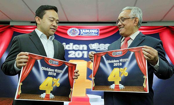 PTPTN chairman Wan Saiful Wan Jan (L) and PTPTN chief executive Wan Ahmad Wan Yusoff announce the 2018 SSPN dividend on Jan 29, 2019. — Bernama
