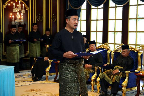 Dr Sahruddin, who is Bukit Kepong assemblyman, is sworn in as the 17th Johor Mentri Besar at Istana Bukit Serene on April 14, 2019. — Bernama