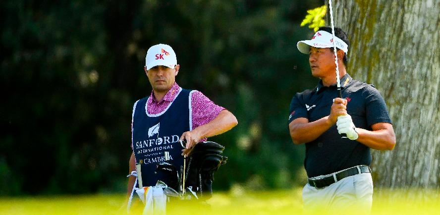 KJ Choi (left) shoots his second shot on the 5th hole during the first round of the Sanford International. – AFPPIX