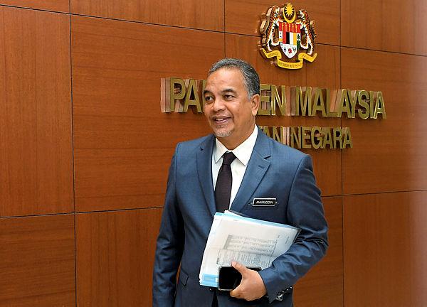 Filepis shows Deputy Finance Minister Datuk Amiruddin Hamzah at parliament yesterday. — Bernama