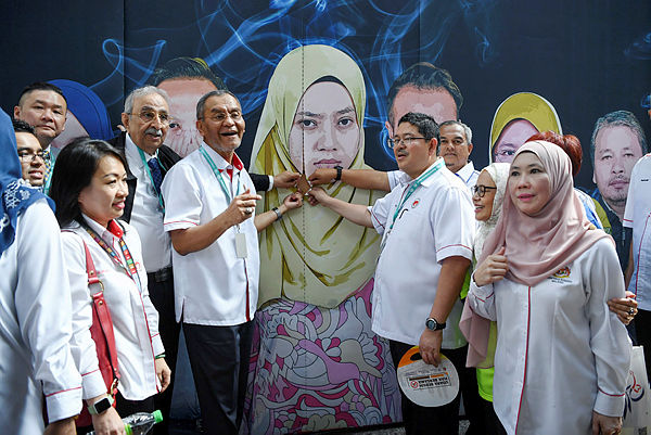 """Health Minister Datuk Seri Dr Dzulkefly Ahmad during the launch of the """"Speakout Express Your Right"""" capaign at KL Sentral today — Bernama"""