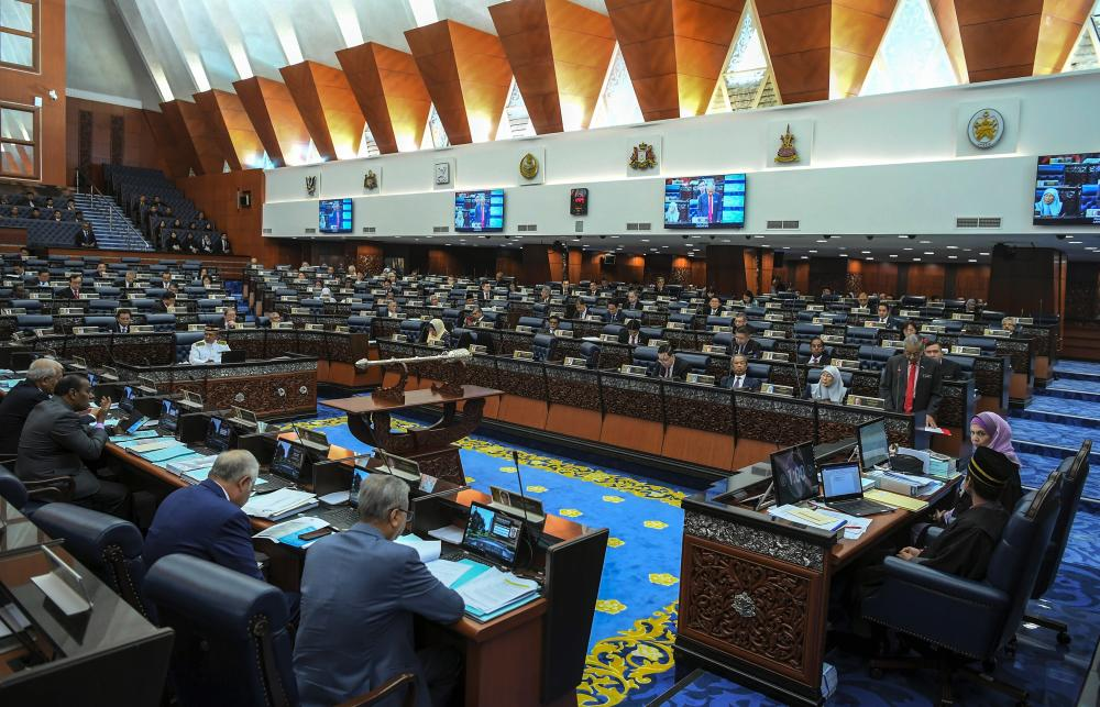 Prime Minister Tun Dr Mahathir Mohamad (standing R) presents the Constitution (Amendment) Bill 2019 at the 14th Parliamentary Assembly at the Dewan Rakyat today. - Bernama