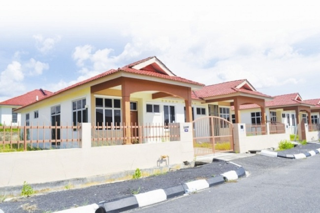 Low-cost house tenants seek extension on rent
