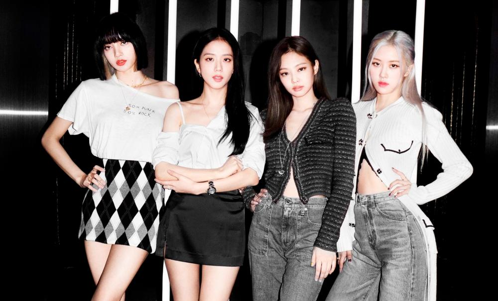 BLACKPINK takes a stand against extravagant gifts. – BLACKPINK Facebook