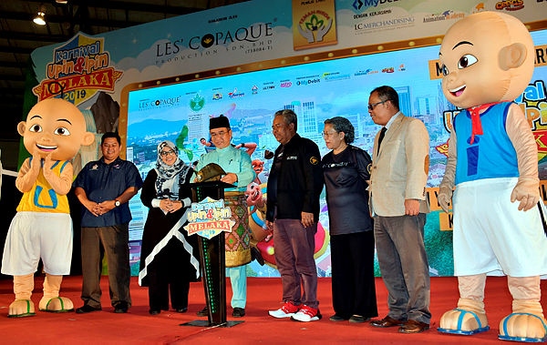 Malacca Chief Minister Adly Zahari (fourth from left) at the launch of the Upin & Ipin Carnival 2019 at the Malacca International Trade Centre at Malacca today — Bernama